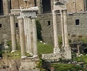Use to be the Temple of Saturn . Built round 497 BC, was the first temple built on the Forum dedicated to the supreme god of Etruscan origin.
